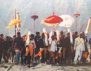 http://www.wisatagunungbromo.com/2013/11/asal-usul-adat-istiadat-suku-tengger.html