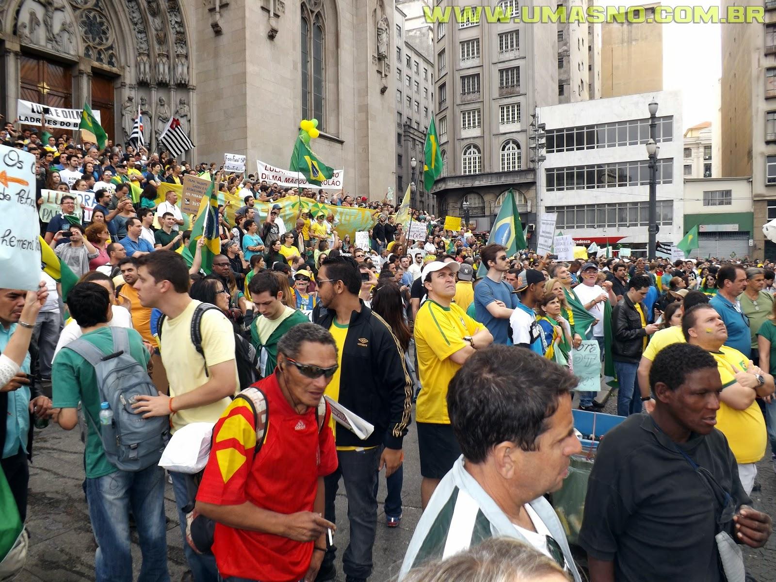 Manifestação na Praça da Sé - Um Asno