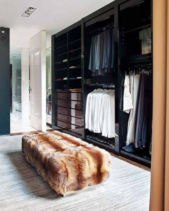 Rumah Modern di Portugal, lemari baju, rumah minimalis