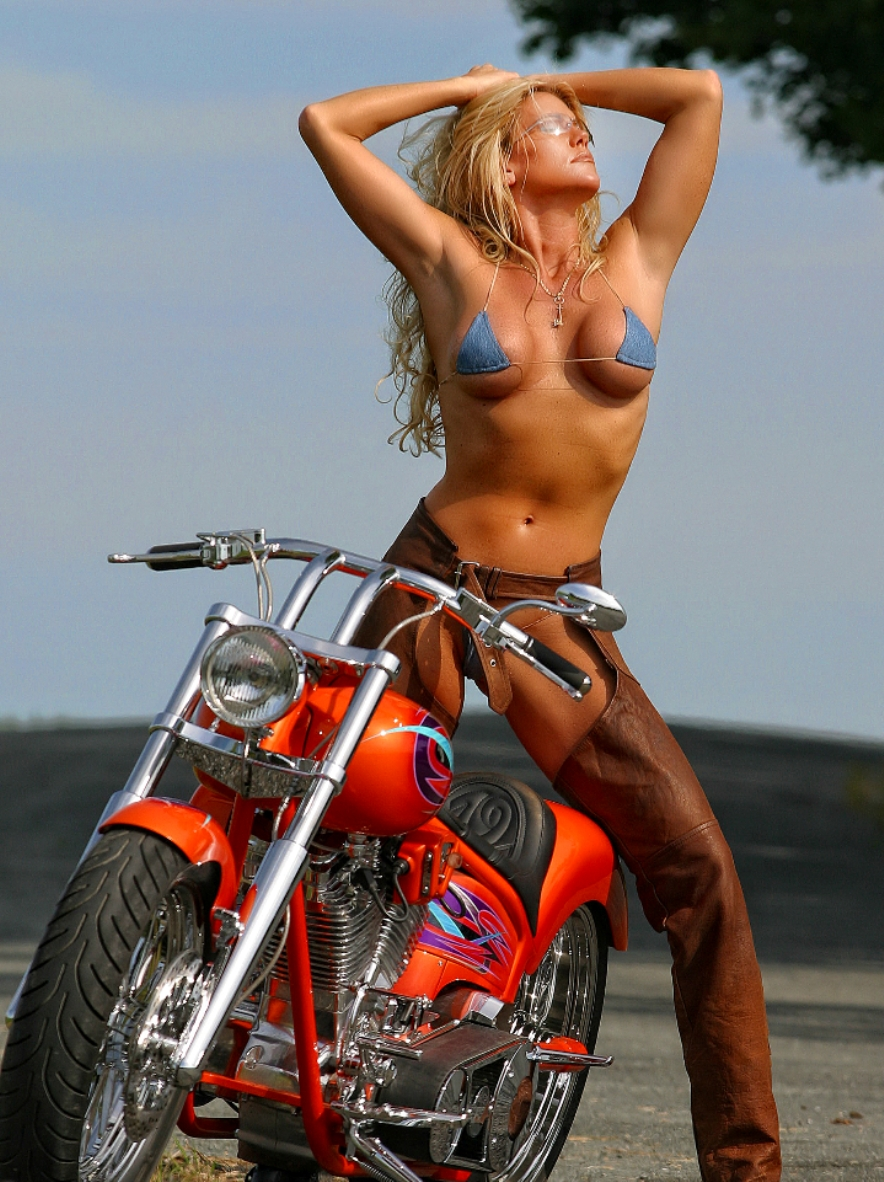 Sexy Biker Babes Sexy biker girls #sexybiker #bikergirls
