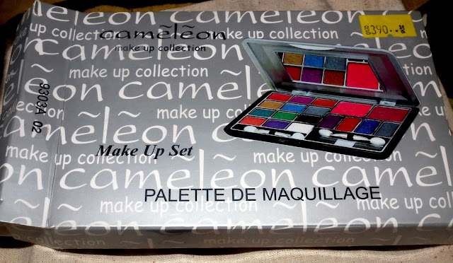 Cameleon Eyeshadows and Blsuh Palette - Rs. 395