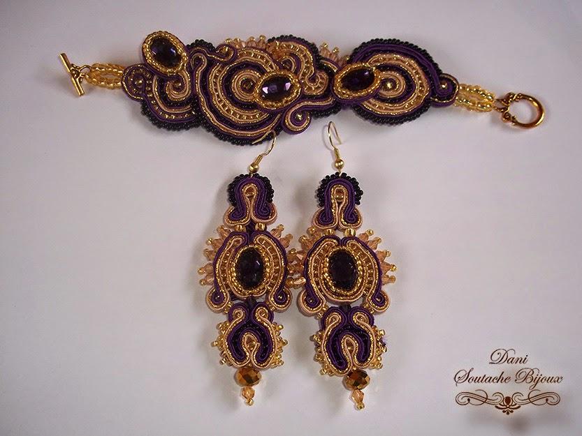 Conjunto em soutache dourado e roxo composto por brincos e bracelete.