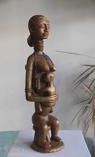 Statue en style contemporain d'une mère africaine