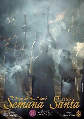 Una persona entra al restaurante a  dejar el cartel de Semana Santa  y cuando me lo muestra veo que  ¡El de este año trae una de mis  fotografías de la procesión de  la Virgen del Carmen y es del  Domingo de Resurrección¡