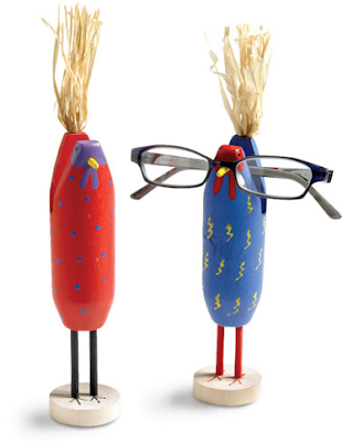 eyeglass holders designed as chickens