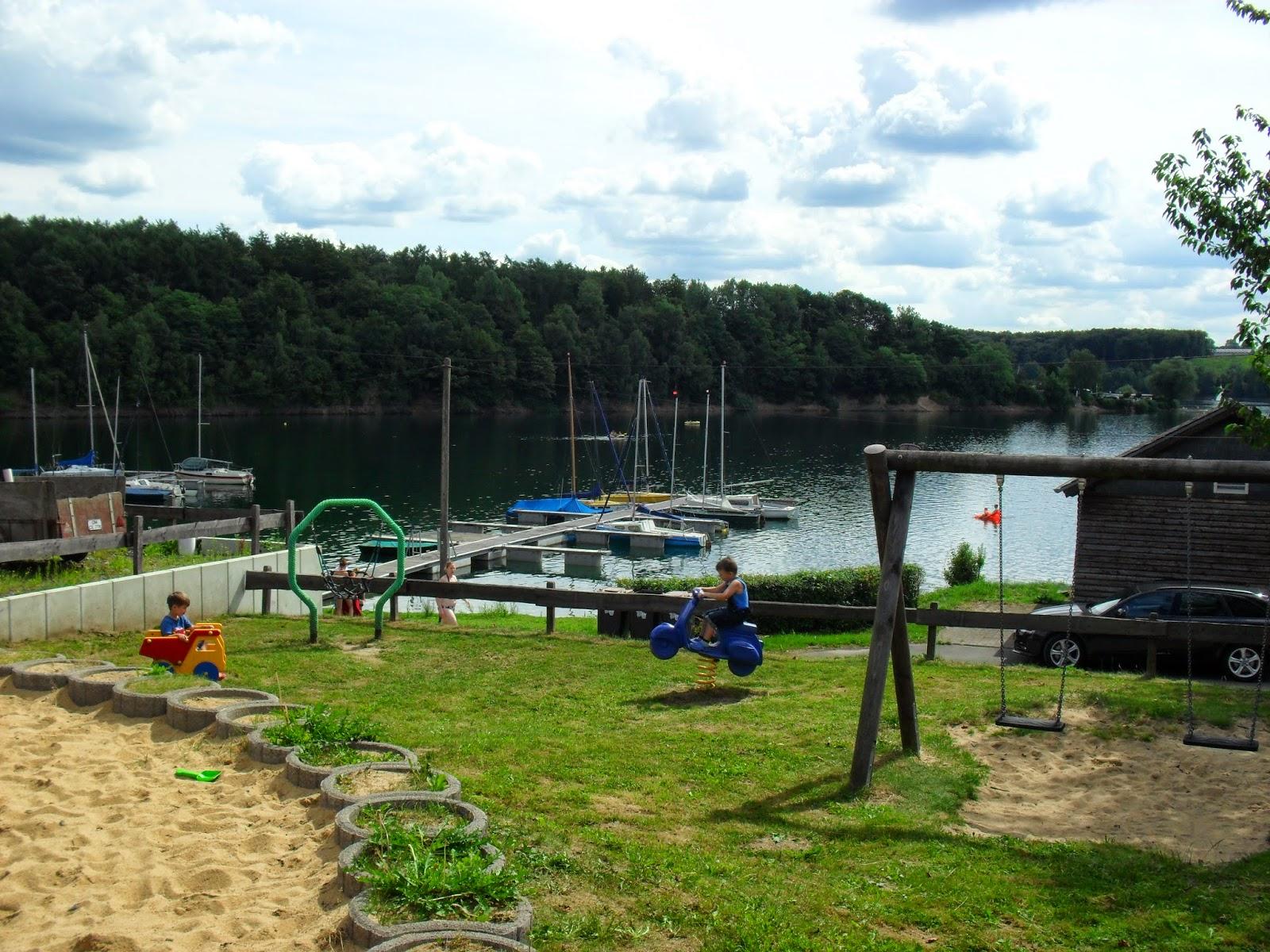 Spielplatz auf dem Campingplatz Großberghausen / Bevertalsperre