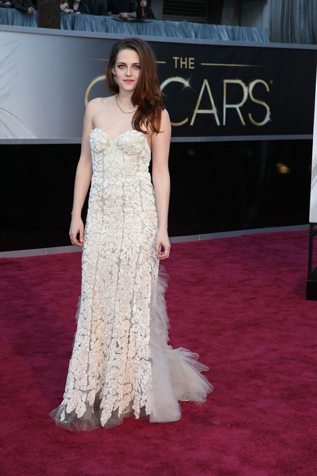 Kristen Stewart - Celebrity Fashion at the 2013 Oscars