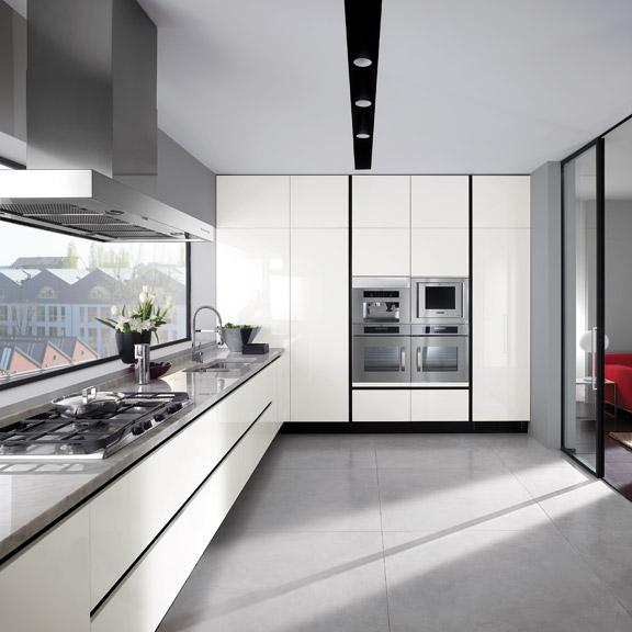 Cocinas angulares pr cticas y eficientes cocinas con estilo - Cucine moderne con finestra sul lavello ...