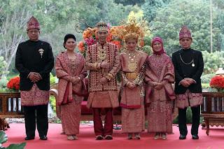 Foto Resepsi Pernikahan Ibas & Aliya Berbalut baju pengantin adat Palembang