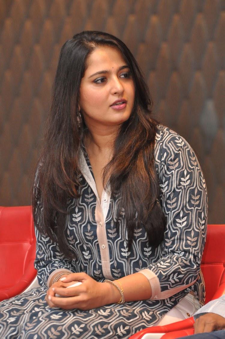 Anushka latest glamorous photos-HQ-Photo-3