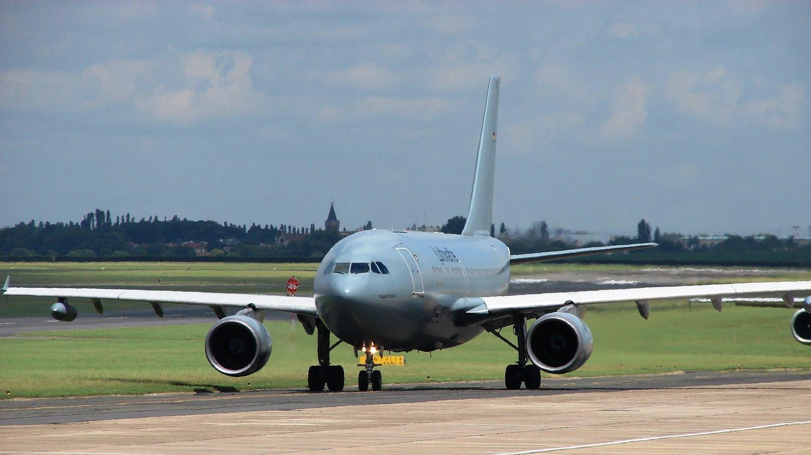 http://1.bp.blogspot.com/-vavBk3e6DO4/Th3LKkq-feI/AAAAAAAAF6Y/dQfZw1MnwoA/s1600/A330_MRTT_taxi_9487121_aircraft-wallpaper.JPG