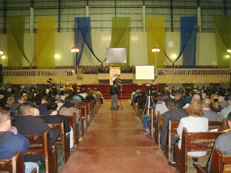 Ministrando uma palestra no Intensivão da Faculdade Teológica Bestesda - FTB