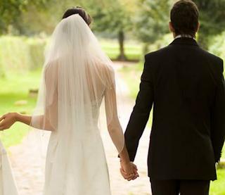gaun pernikahan barat