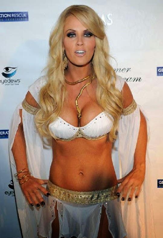 Jenny-McCarthy-breasts