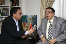 هشام لاشين مع وزير الثقافة السوري السابق والاديب رياض نعسان أغا