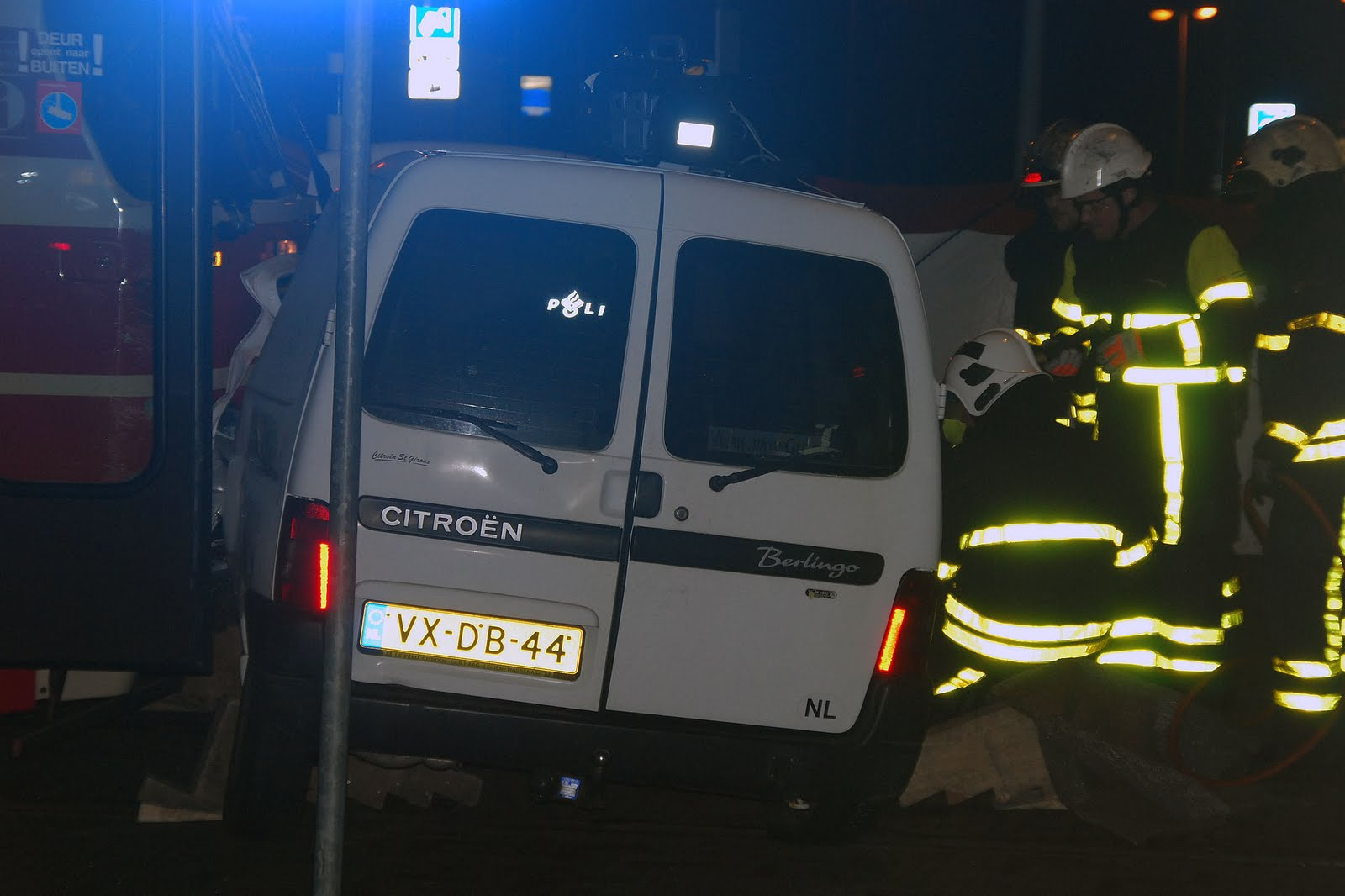 112 haaglanden aanrijding tram en auto bij cs den haag for Auto en interieur den haag