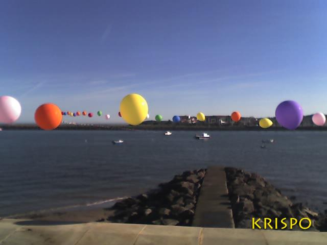 Hondarribia y Hendaya unidos por globos