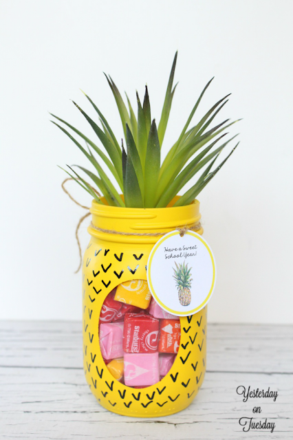 http://yesterdayontuesday.com/2015/08/mason-jar-pineapple/