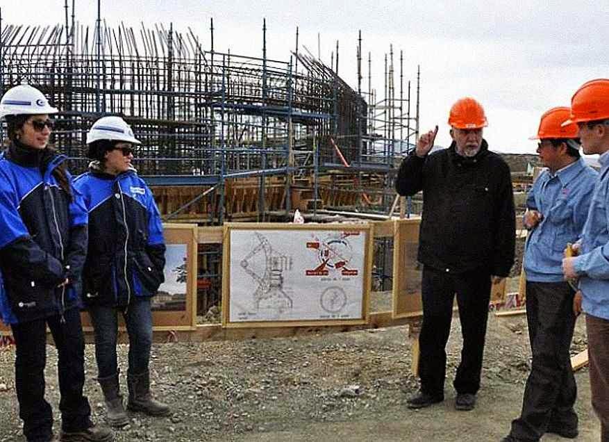 O secretario de Gestão Pública de Neuquén, Rodolfo Laffitte, apresenta a base