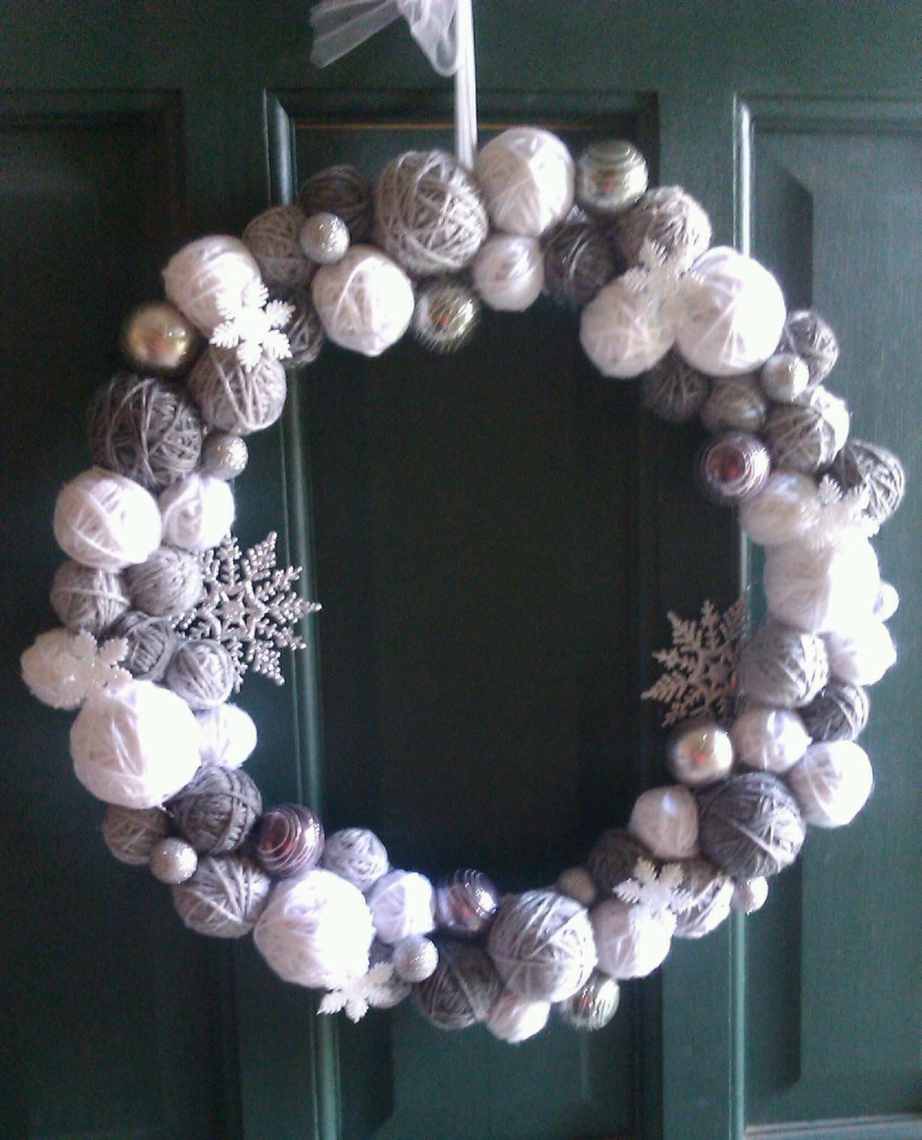 Jen's Happy Spot: Homemade Yarn Ball Christmas Wreath