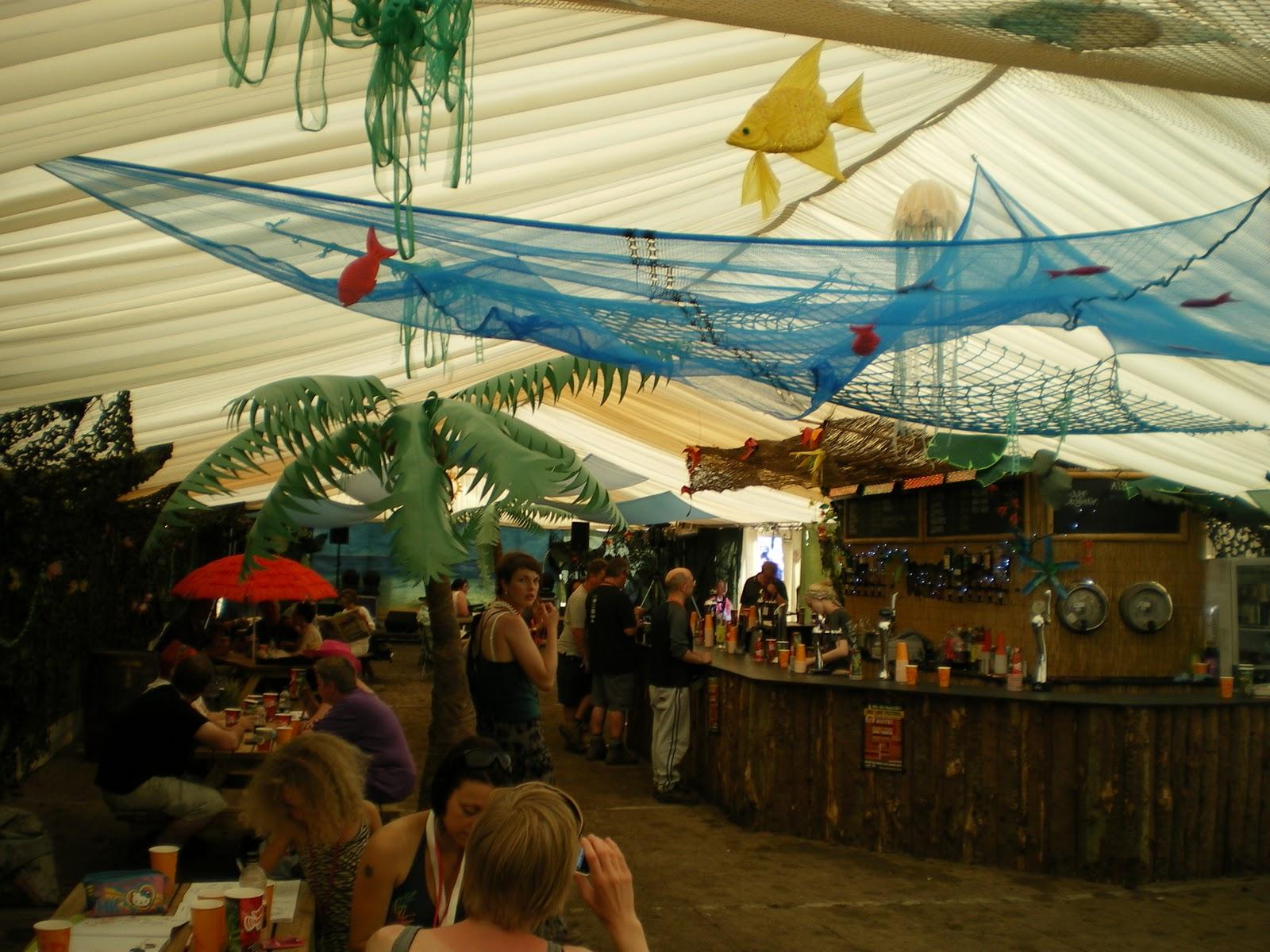 Apricot decor caribbean beach bar for Caribbean decor