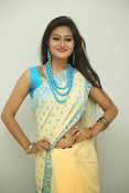 Nilofer sizzling saree photos-thumbnail-4