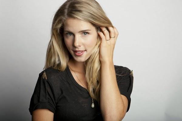 Foto Si Cantik Emily Bett Rickards Pemeran Felicity di TV Series Arrow