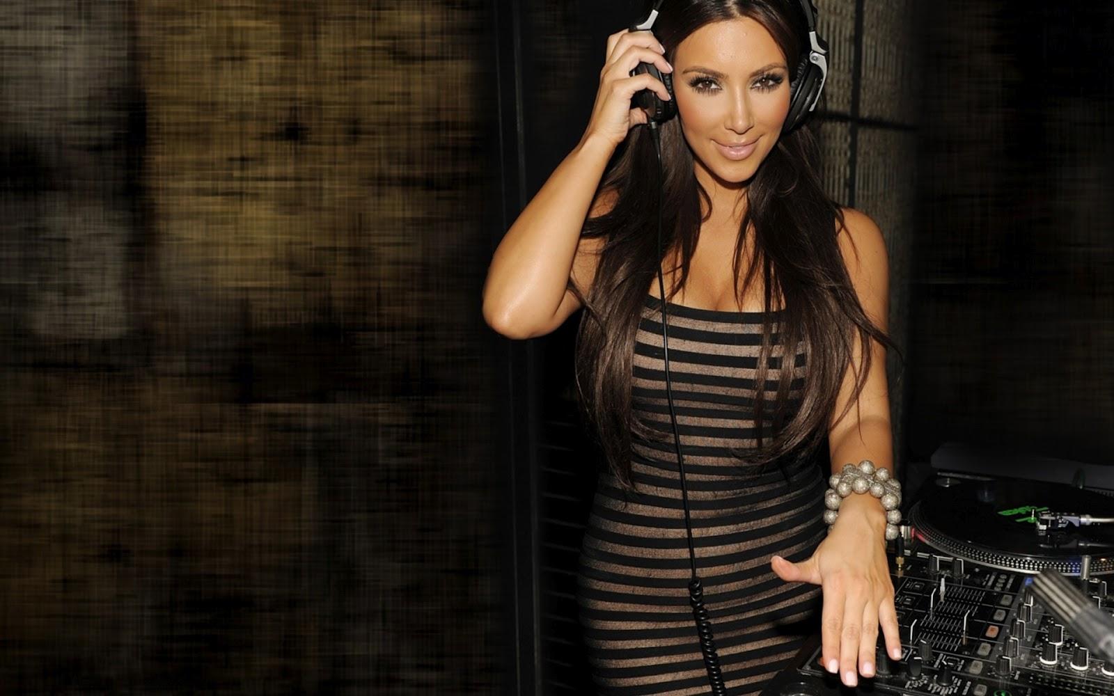http://1.bp.blogspot.com/-vct3NnbdvLI/T9G8cfmDiQI/AAAAAAAAAOs/Bf5yDWbgJB4/s1600/kim_kardashian_as_dj-1920x1200.jpg