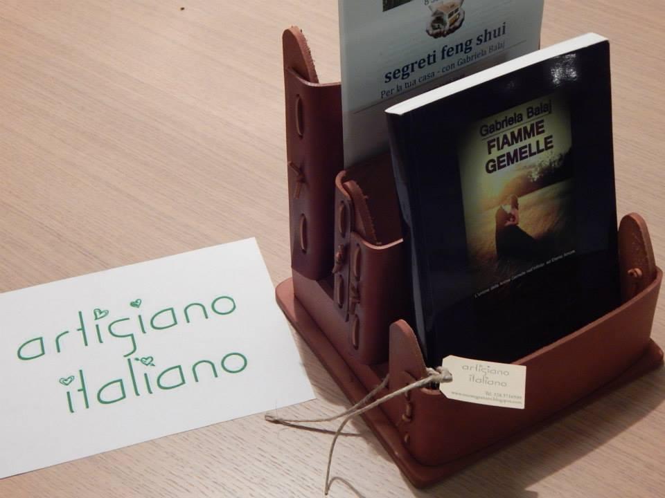 Espositori porta libri, porta riviste di cuoio fatti a mano