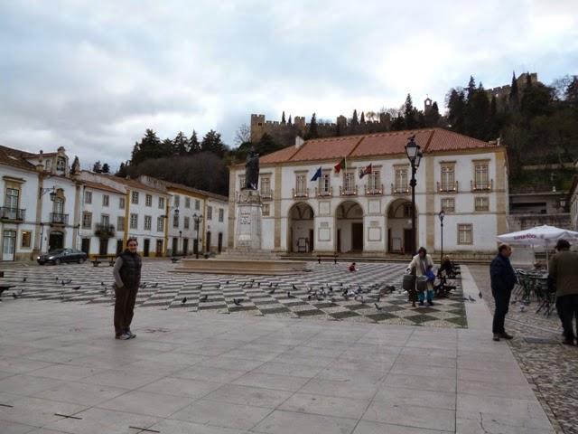 Plaza de Tomar. Castillo al fondo