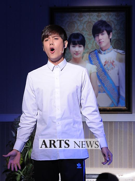 [MUSICAL] 08/04/2011 - KyuJong @ Goong Musical  - Page 4 KJ-Goong-media-01-2