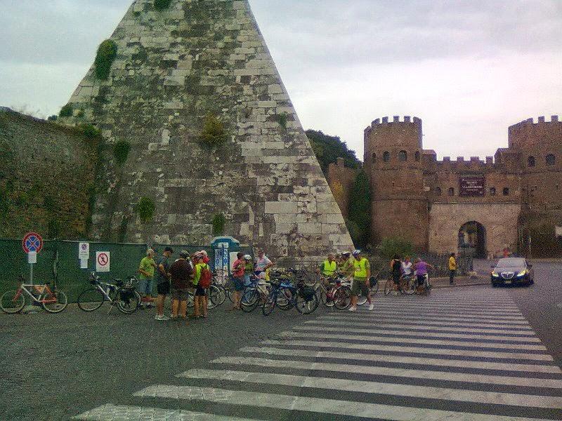 NOVITA' Tour in bici: Dalla Piramide Cestia al Laghetto dell'EUR, passando x Monte Testaccio