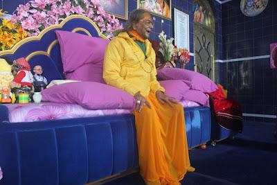 Jagadguru Kripaluji Maharaj in the ashram prayer hall