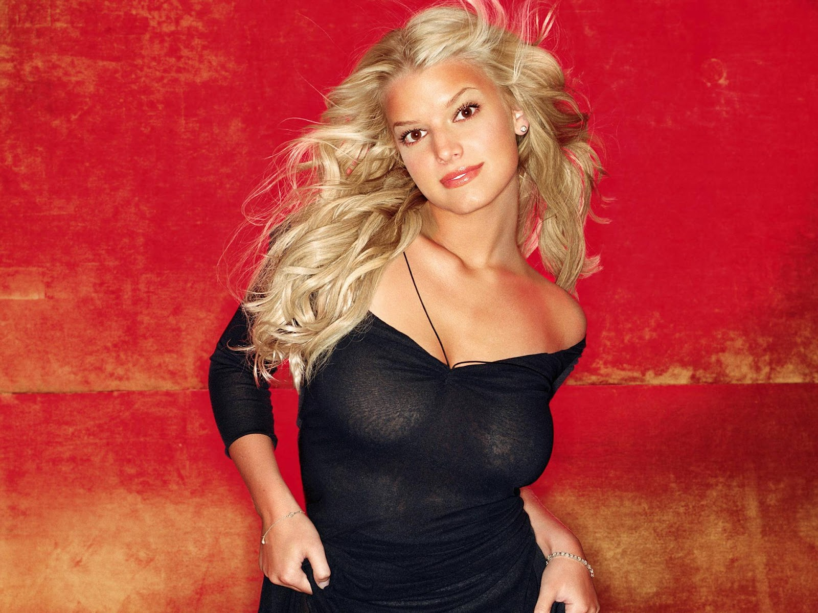 http://1.bp.blogspot.com/-vddyZCRMi5k/T5J7a8Mc0kI/AAAAAAAABE8/JPRRPiu_PWc/s1600/Jessica_Simpson_wallpaper_hd_black_dress.jpg