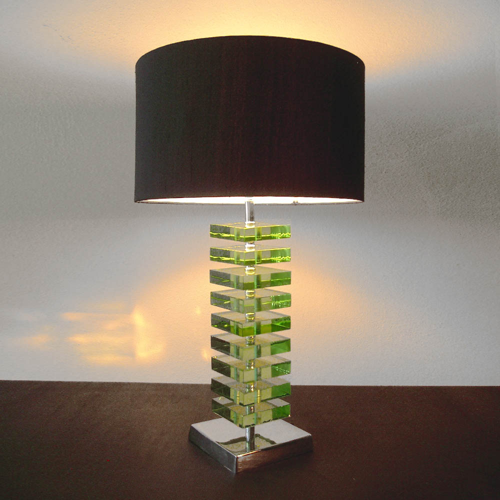 tischleuchten aus glas und kristall gr ne tischleuchte aus glas squares. Black Bedroom Furniture Sets. Home Design Ideas