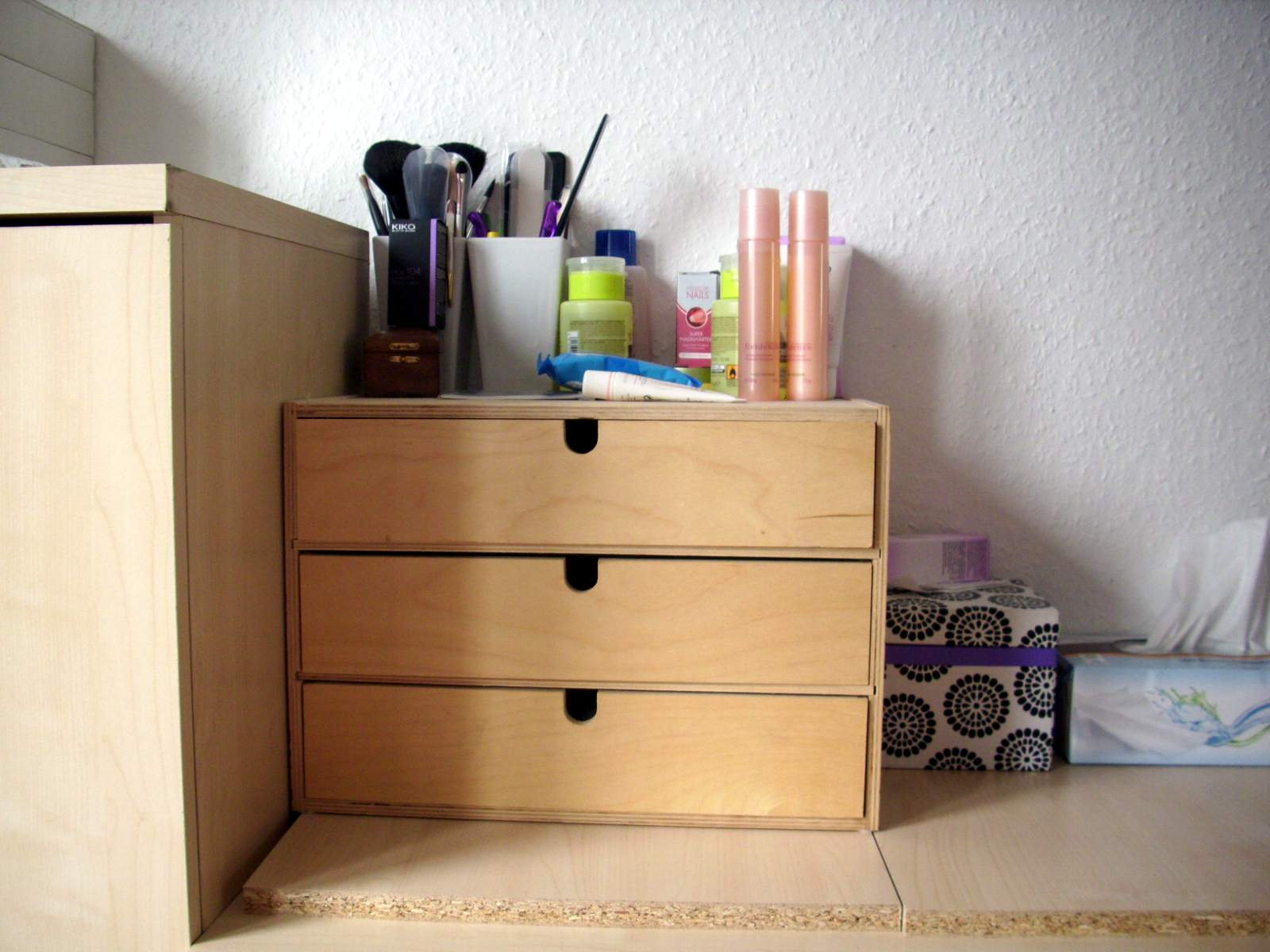 lina 39 s fairy tale kosmetik aufbewahrung. Black Bedroom Furniture Sets. Home Design Ideas