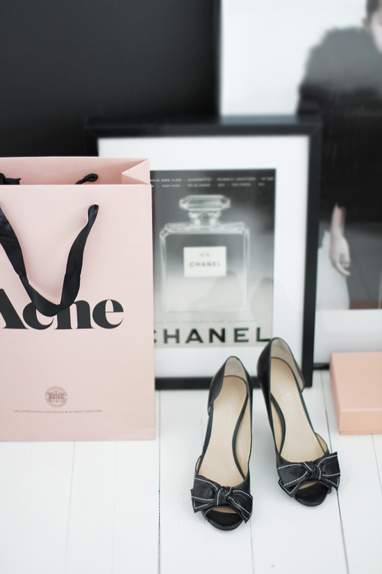 Bedroom + chanel + guess