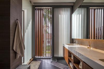 Rumah Minimalis Dengan Fasad Kisi-Kisi 7