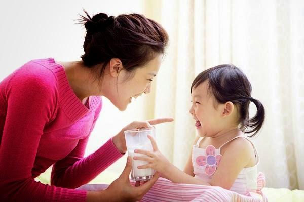 Cách bổ sung canxi cho trẻ dành cho cha mẹ www.c10mt.com