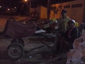Carroceiros dormem na fila (Foto: Normândio Guimarães/Arquivo pessoal)