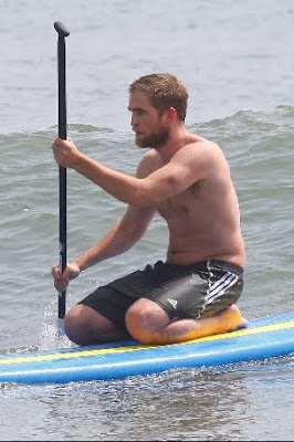 1 Abril - Nuevas fotos de Rob en Malibu!!!! (30 de Marzo) PREVIEW7