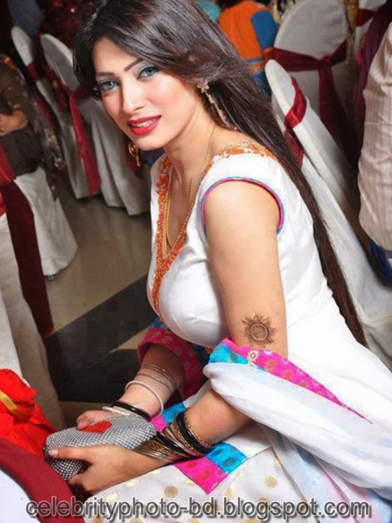 Desi+Girls+In+Salwar+Kameez+Photos002