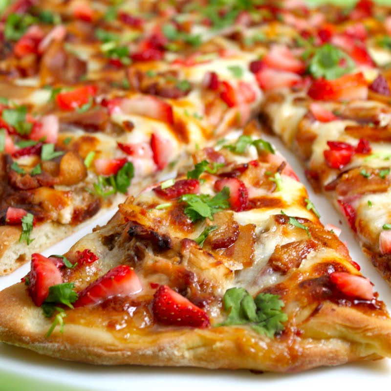 Strawberry Balsamic Pizza with Chicken and Applewood Bacon | The Café ...