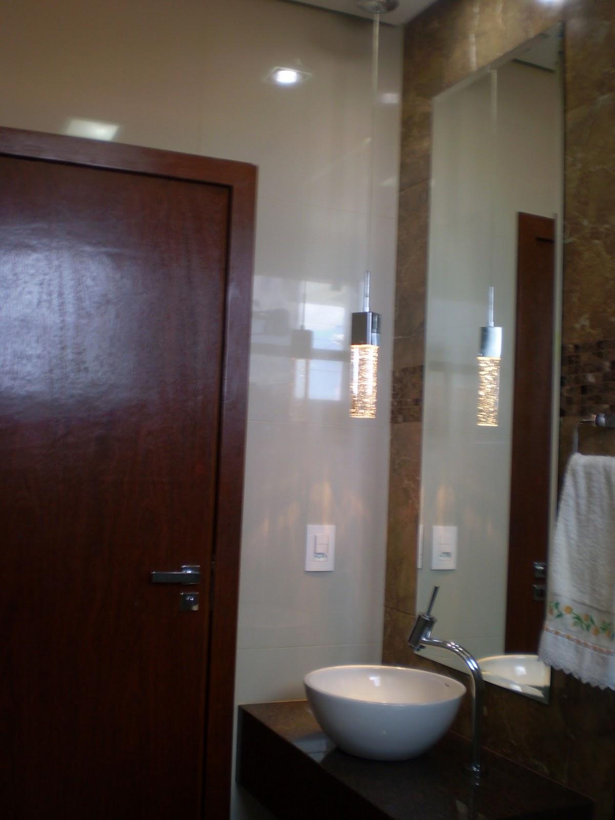 Sem dúvidas o pendente pra mim é o charme desse banheiro. #2B1C17 1200x1600 Bancada Banheiro Estreita
