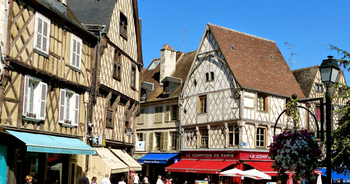10 reasons to visit the charming town of bourges in the loire valley. Black Bedroom Furniture Sets. Home Design Ideas