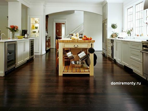 Деревянное напольное покрытие для кухни