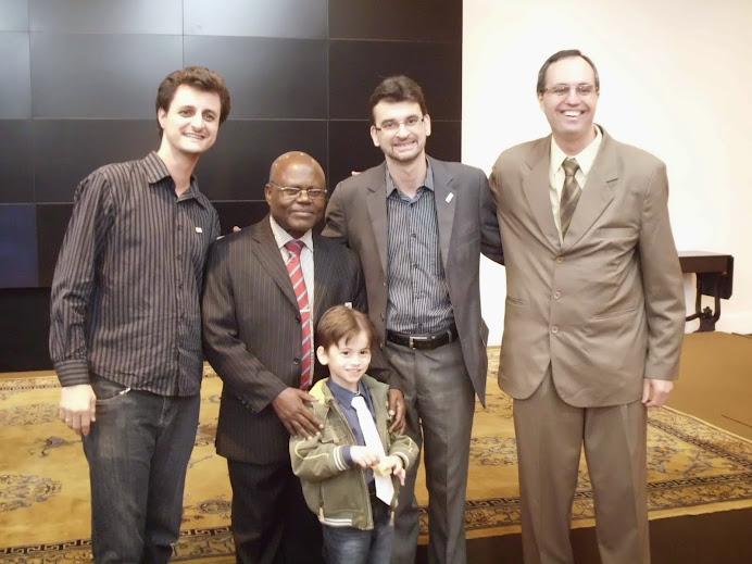 10 anos do CONSEA-ES: coordenadores do GESAN, patrono e ´mascote´ presentes (maio de 2013)