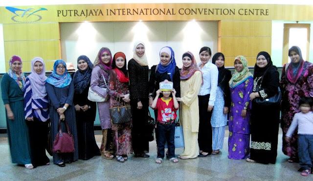 Majlis Iftar di PICC bersama rakan kongsi GLG dalam Premium Beautiful Corset business gambar depan PICC