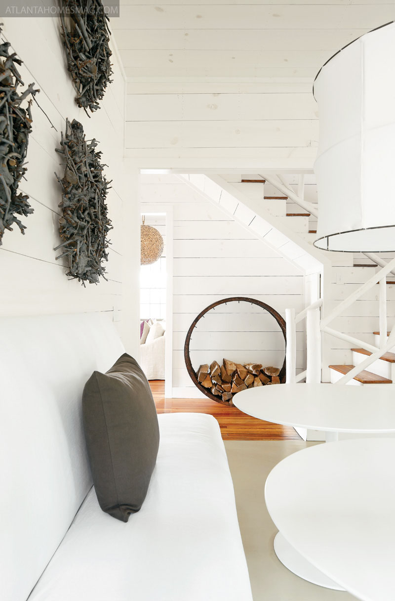 Mix and chic: home tour  simple and sophisticated vacation home on ...