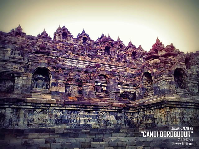 Foto Candi Borobudur dari samping